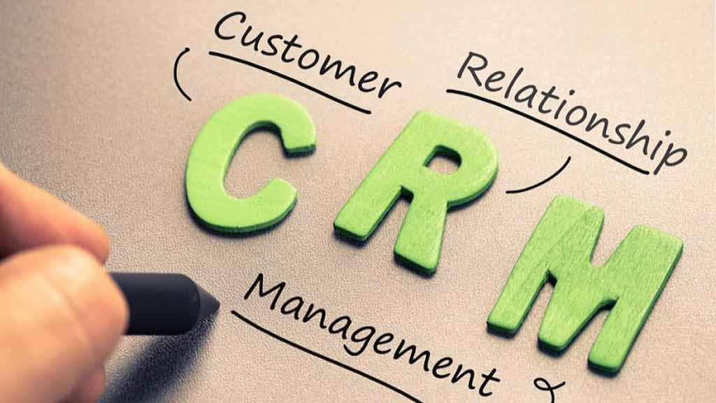 چرا شرکت ها باید از نرم افزار CRM استفاده کنند